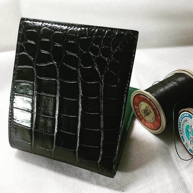 黒のクロコダイル財布