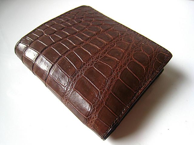 ブラウンのクロコダイル財布